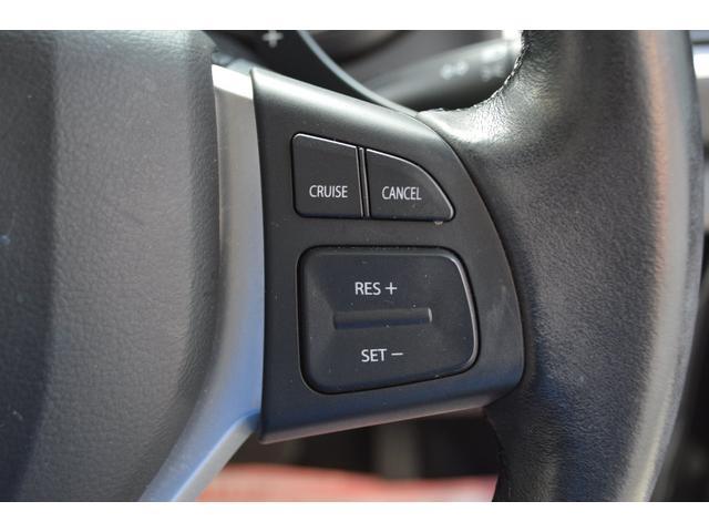 走行時、スイッチひとつで設定した速度を自動的に維持するクルーズコントロールシステムを装備し、アクセルを踏み続ける必要がなく、高速走行時や長距離ドライブを快適にサポートします
