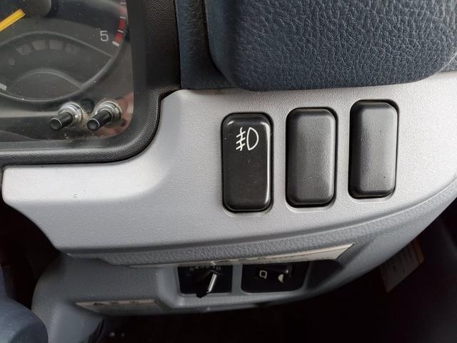 AT・4WD・エアコン・パワステ・冬タイヤ・後部ヒーター(18枚目)