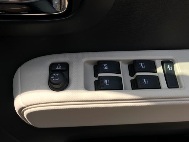 電動格納ミラーと運転席はオートパワーウインドーです!
