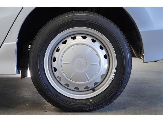 ホイールは15インチホイールになります。夏冬タイヤをセットでお付けします♪タイヤサイズは185/60/15