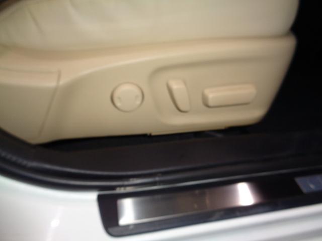 Four ハイブリッド 4WD Bカメラ 革Pシート(20枚目)