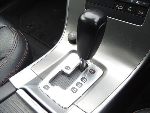 T6 SE AWD ・AWD・サンルーフ・ナビゲーション・Bモニター・本革シート・シートヒーター・4WD(11枚目)