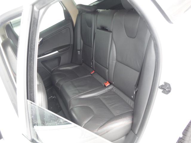 T6 SE AWD ・AWD・サンルーフ・ナビゲーション・Bモニター・本革シート・シートヒーター・4WD(14枚目)