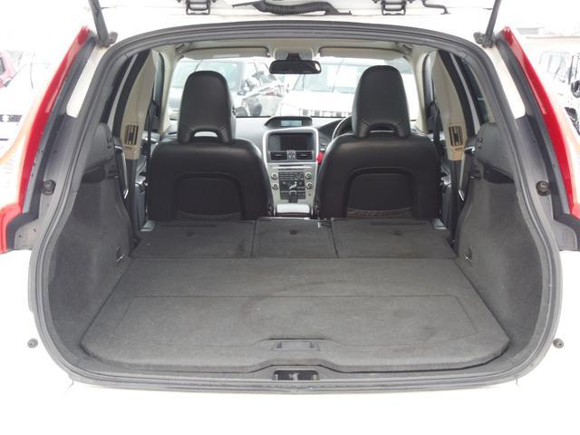 T6 SE AWD ・AWD・サンルーフ・ナビゲーション・Bモニター・本革シート・シートヒーター・4WD(18枚目)