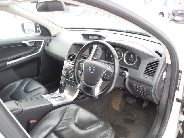 T6 SE AWD ・AWD・サンルーフ・ナビゲーション・Bモニター・本革シート・シートヒーター・4WD(39枚目)