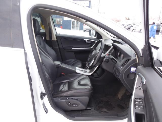 T6 SE AWD ・AWD・サンルーフ・ナビゲーション・Bモニター・本革シート・シートヒーター・4WD(40枚目)