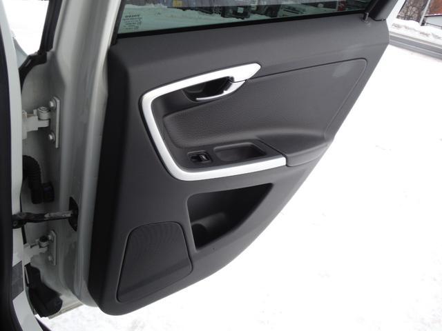 T6 SE AWD ・AWD・サンルーフ・ナビゲーション・Bモニター・本革シート・シートヒーター・4WD(53枚目)