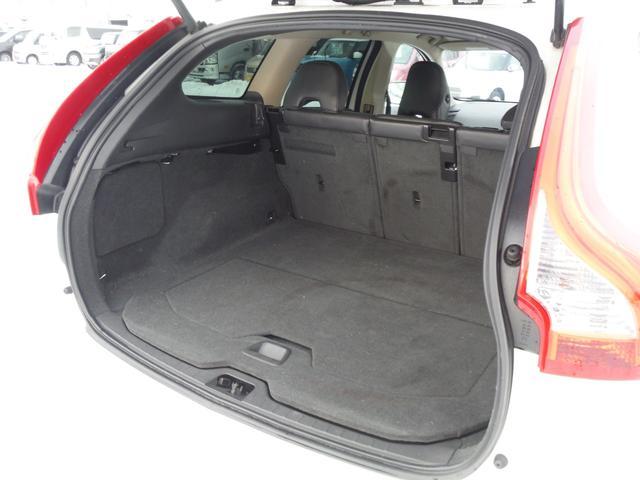 T6 SE AWD ・AWD・サンルーフ・ナビゲーション・Bモニター・本革シート・シートヒーター・4WD(57枚目)