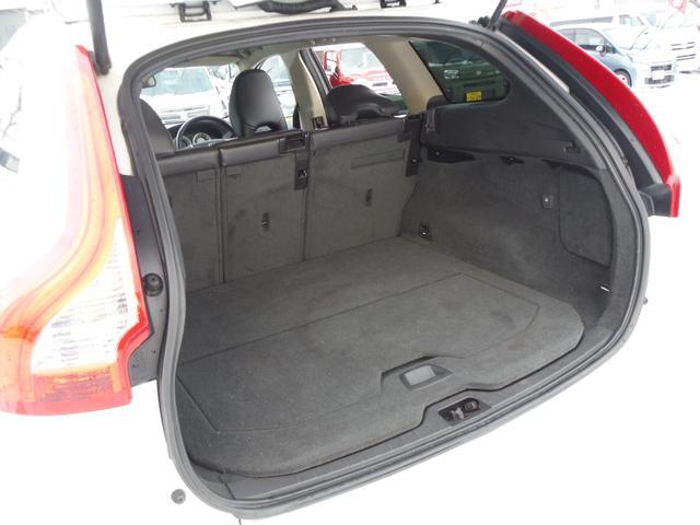 T6 SE AWD ・AWD・サンルーフ・ナビゲーション・Bモニター・本革シート・シートヒーター・4WD(58枚目)