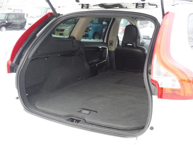 T6 SE AWD ・AWD・サンルーフ・ナビゲーション・Bモニター・本革シート・シートヒーター・4WD(62枚目)