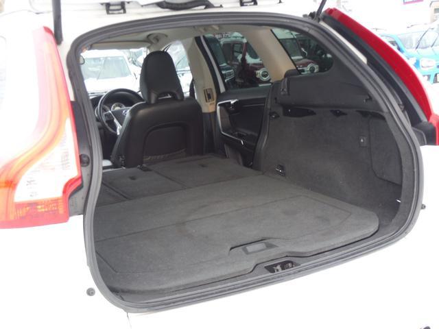 T6 SE AWD ・AWD・サンルーフ・ナビゲーション・Bモニター・本革シート・シートヒーター・4WD(63枚目)
