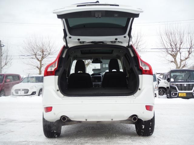 T6 SE AWD ・AWD・サンルーフ・ナビゲーション・Bモニター・本革シート・シートヒーター・4WD(65枚目)