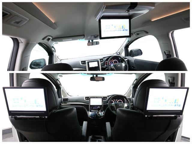 後席用モニターは「フリップダウンタイプ(写真上)」又は「ヘッドレストモニタータイプ(写真下)」のどちらかお好きなタイプをお選びいただけます♪