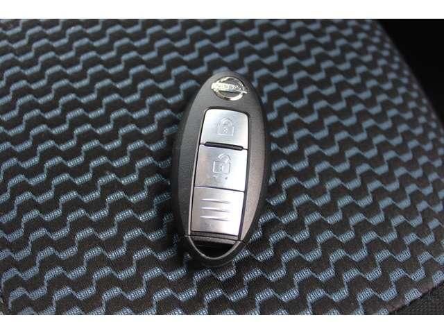 日産 ノート X FOUR・4WD・DVDナビ・ワンセグ・バックカメラ