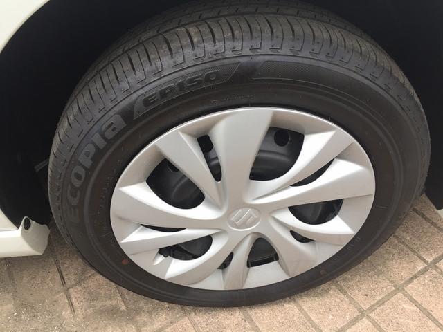 タイヤはさほど使用感ありません。純正の15インチホイール&キャップ装着