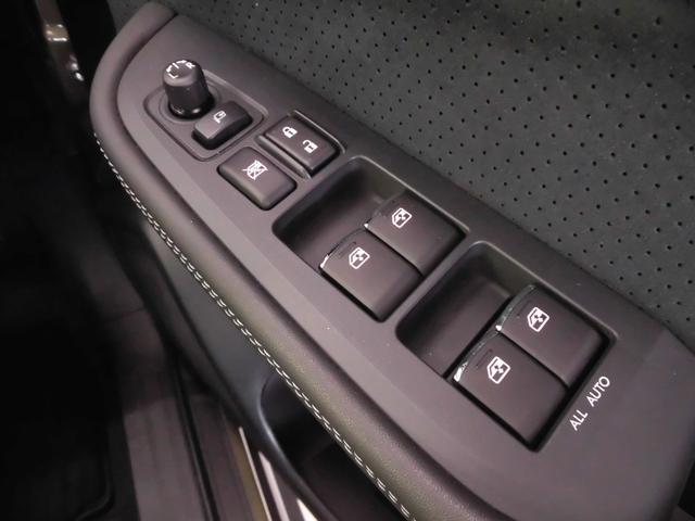 当店では自動車保険も取り扱っています。スバル専用コールセンター、スバル保険による任意保険でカバーしきれないお車のパンク修理等、きめ細かいカバーをしております。詳細はスタッフまでお尋ねください。