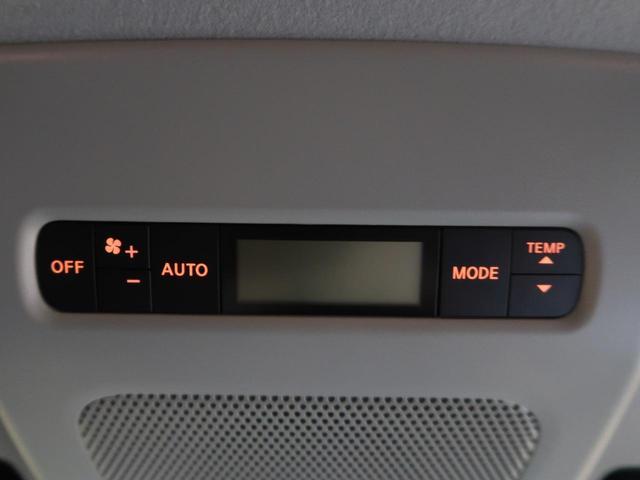 リアオートエアコンを装備しております。リアが広く、温度の差が出やすいですが、快適温度設定を行って頂けます♪
