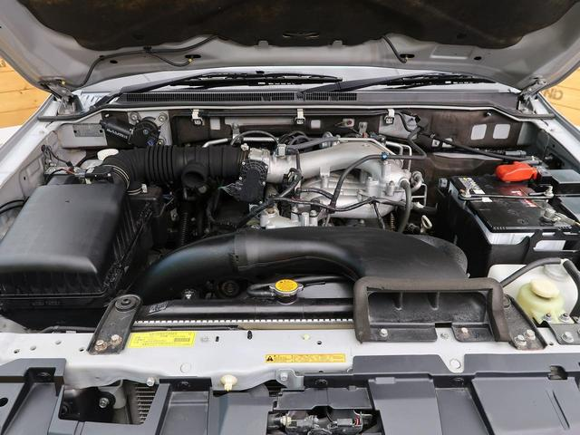 ロング GR 禁煙車 5MT車 4WD SDナビ バックカメラ HIDヘッドライト オートエアコン リアフォグ ETC 純正アルミホイール オートライト(11枚目)