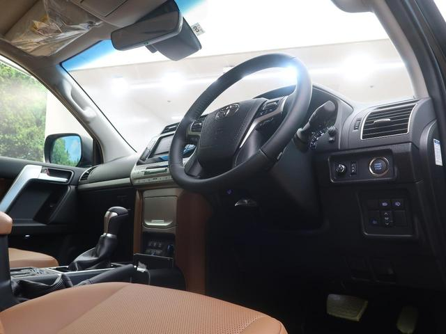 TX Lパッケージ 70thアニバーサリーリミテッド 登録済未使用車 現行 特別仕様車 レザーシート ルーフレール 衝突被害軽減装置 レーダークルーズ シートベンチレーション LEDヘッドライト オートハイビーム センターデフロック ダウンヒルアシスト(33枚目)