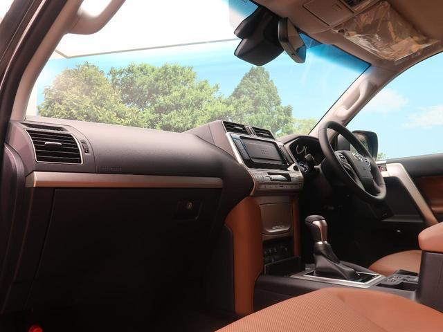 TX Lパッケージ 70thアニバーサリーリミテッド 登録済未使用車 現行 特別仕様車 レザーシート ルーフレール 衝突被害軽減装置 レーダークルーズ シートベンチレーション LEDヘッドライト オートハイビーム センターデフロック ダウンヒルアシスト(35枚目)