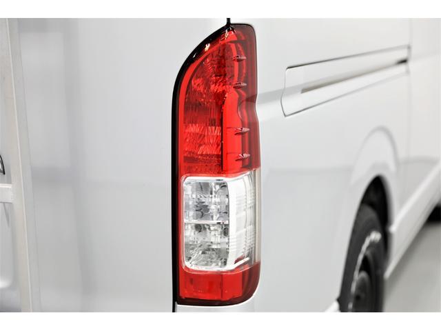 ロングDX GLパッケージ 両側スライドドア・リアヒーター・インナーブラックLEDヘッドライト・フォグランプ白/黄発光LED・ディーラーOPルーフキャリア&リアラダー・フルセグナビ・バックカメラ・荷台防汚カバー/ブラックトリム(32枚目)