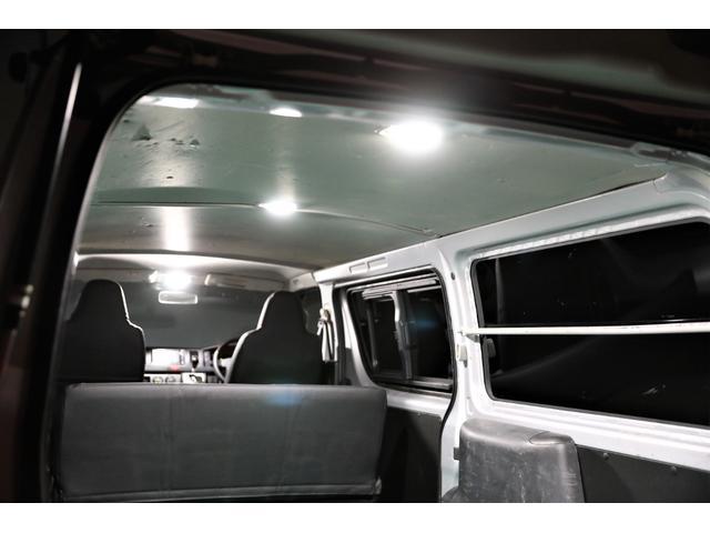 ロングDX GLパッケージ 両側スライドドア・リアヒーター・インナーブラックLEDヘッドライト・フォグランプ白/黄発光LED・ディーラーOPルーフキャリア&リアラダー・フルセグナビ・バックカメラ・荷台防汚カバー/ブラックトリム(51枚目)