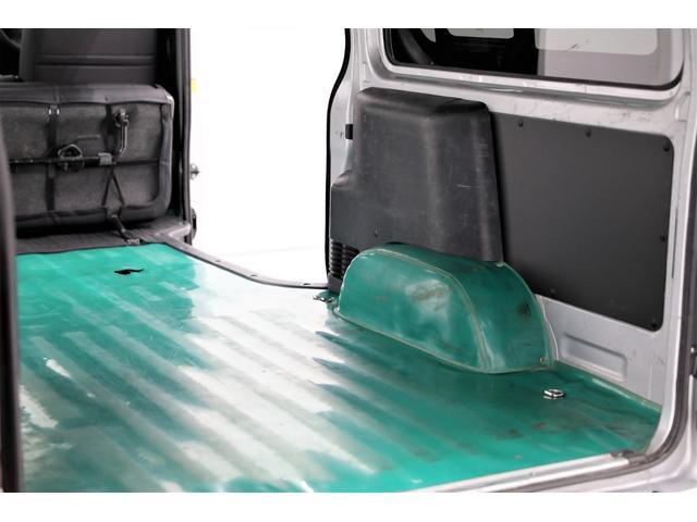 ロングDX GLパッケージ 両側スライドドア・リアヒーター・インナーブラックLEDヘッドライト・フォグランプ白/黄発光LED・ディーラーOPルーフキャリア&リアラダー・フルセグナビ・バックカメラ・荷台防汚カバー/ブラックトリム(60枚目)