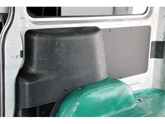 ロングDX GLパッケージ 両側スライドドア・リアヒーター・インナーブラックLEDヘッドライト・フォグランプ白/黄発光LED・ディーラーOPルーフキャリア&リアラダー・フルセグナビ・バックカメラ・荷台防汚カバー/ブラックトリム(62枚目)