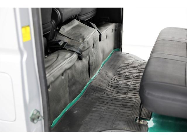 ロングDX GLパッケージ 両側スライドドア・リアヒーター・インナーブラックLEDヘッドライト・フォグランプ白/黄発光LED・ディーラーOPルーフキャリア&リアラダー・フルセグナビ・バックカメラ・荷台防汚カバー/ブラックトリム(70枚目)