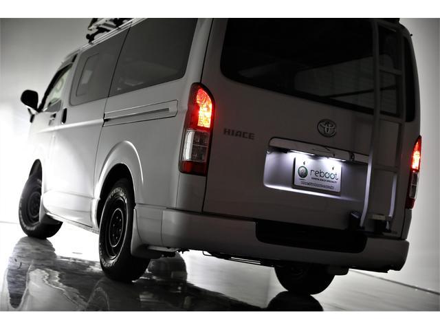 ロングDX GLパッケージ 両側スライドドア・リアヒーター・インナーブラックLEDヘッドライト・フォグランプ白/黄発光LED・ディーラーOPルーフキャリア&リアラダー・フルセグナビ・バックカメラ・荷台防汚カバー/ブラックトリム(71枚目)