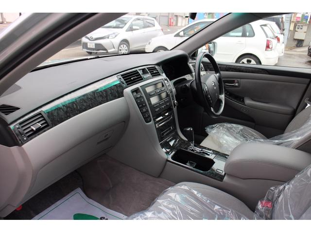 トヨタ クラウン ロイヤルエクストラi-FourQパッケージ 4WD Pシート