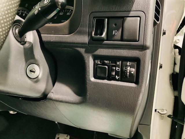 クロスアドベンチャー 4WD リフトアップ 社外マフラー 社外AW マッドタイヤ 社外バンパー 社外ナビ フルセグTV キーレス シートヒーター 新車保証書 取扱説明書(10枚目)