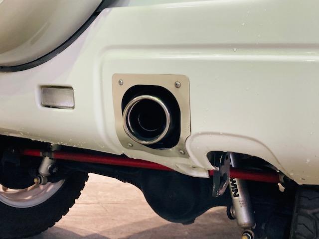 クロスアドベンチャー 4WD リフトアップ 社外マフラー 社外AW マッドタイヤ 社外バンパー 社外ナビ フルセグTV キーレス シートヒーター 新車保証書 取扱説明書(25枚目)