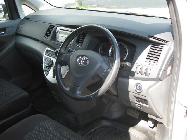 トヨタ アイシス プラタナ 福祉車両 サイドリフトアップシートAタイプ6名