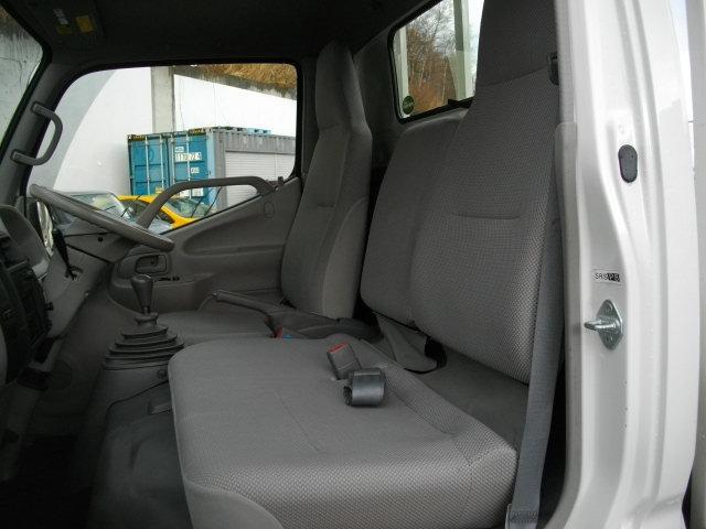 今人気のドライブレコーダーも取り扱っております★快適で安全なドライブの必需品!!駐車中も記録できるなど使用目的で選べます☆