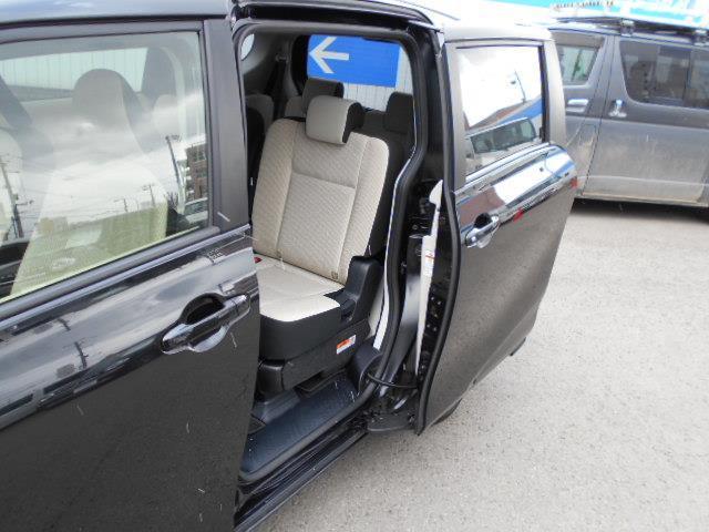 X 4WD メモリーナビ バックカメラ 電動スライドドア 乗車定員6人 3列シート(6枚目)