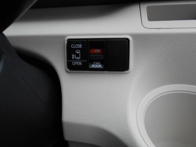 X 4WD メモリーナビ バックカメラ 電動スライドドア 乗車定員6人 3列シート(14枚目)
