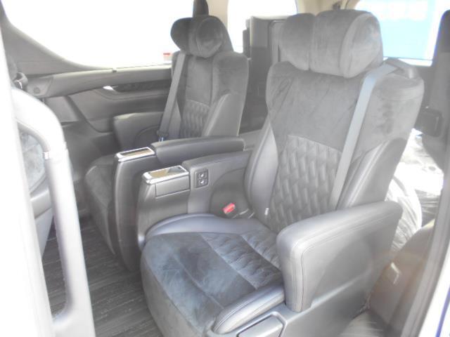 2.5Z Gエディション 4WD フルセグ メモリーナビ DVD再生 ミュージックプレイヤー接続可 後席モニター バックカメラ 両側電動スライド LEDヘッドランプ 乗車定員7人 3列シート ワンオーナー アイドリングストップ(7枚目)