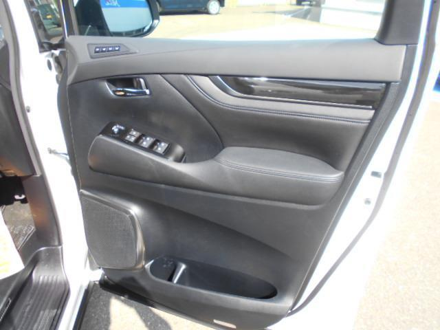 2.5Z Gエディション 4WD フルセグ メモリーナビ DVD再生 ミュージックプレイヤー接続可 後席モニター バックカメラ 両側電動スライド LEDヘッドランプ 乗車定員7人 3列シート ワンオーナー アイドリングストップ(12枚目)