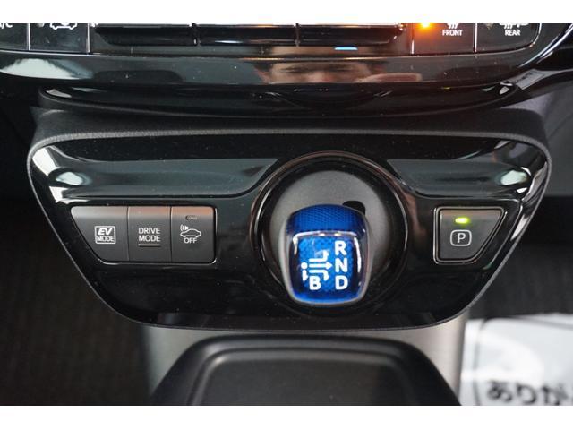 ドライブモードスイッチ(ノーマル/パワー/エコドライブ/EVドライブと、4つのドライブモードを選べるスイッチ)