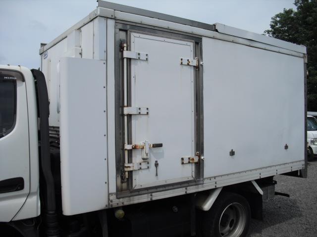 4WD 冷蔵冷凍車 2t積(3枚目)