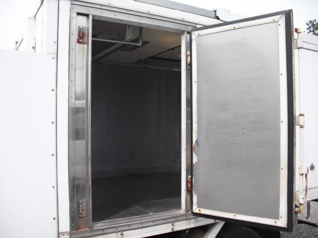 4WD 冷蔵冷凍車 2t積(6枚目)