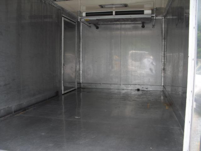 4WD 冷蔵冷凍車 2t積(7枚目)