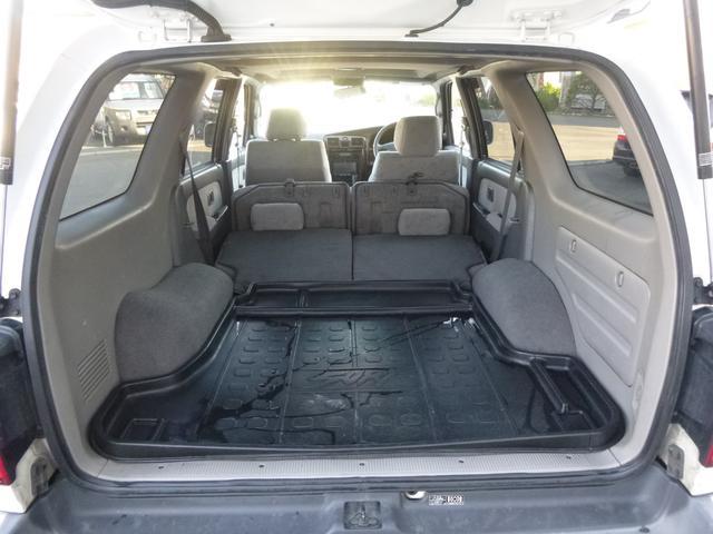 リアシート収納で 旅行に 車中泊に 趣味に 仕事にイロイロ使えます。