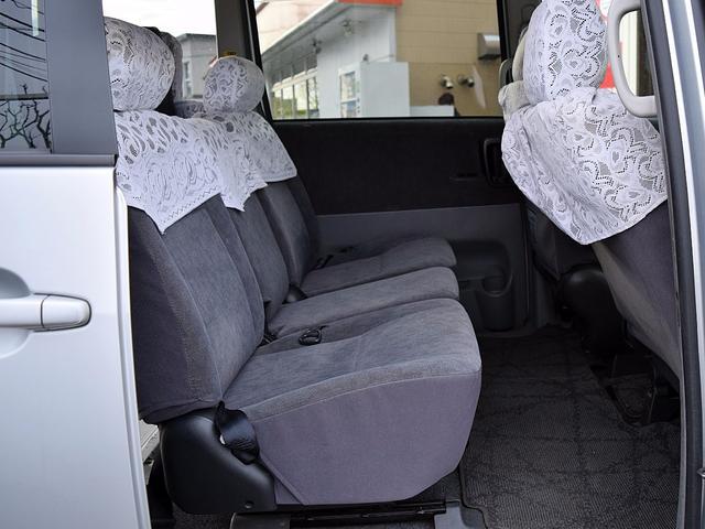 トヨタ ヴォクシー 2.0X 4WD 車いす昇降装置付き