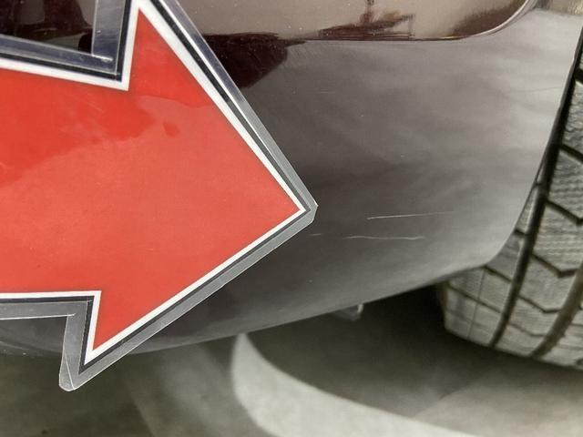 Fバンパー左 小キズ※掲載写真以外にも、年式や走行距離に応じた微細な傷がある場合がございます。予めご了承ください。
