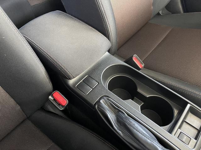 2.0i 4WD フルセグナビ Egスターター HIDヘッドライト ETC スマートキー CD・DVD・データ再生 フォグライト(34枚目)