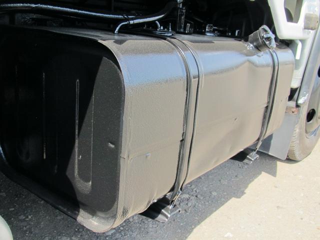 2t積 4ナンバー 平ボディ 4WD(15枚目)
