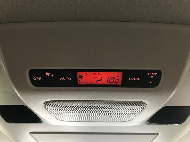 2列目でもエアコン操作が出来るので、1列目とは別でお好みの空間に調節することが出来ますよ!オート機能も付いてい便利です☆