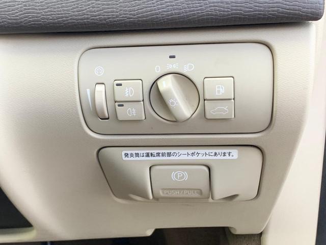 パワーバックドアの開閉は運転席からも可能です。